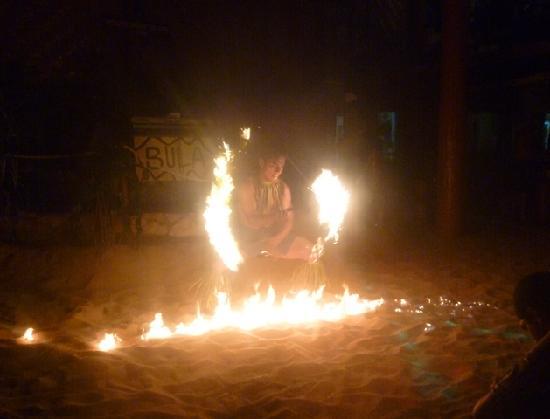 Beachcomber Island Resort: The entertainment is hot