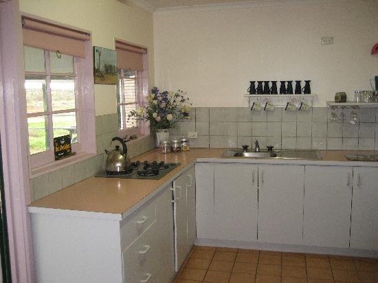 Erldunda Station B&B: Kitchen