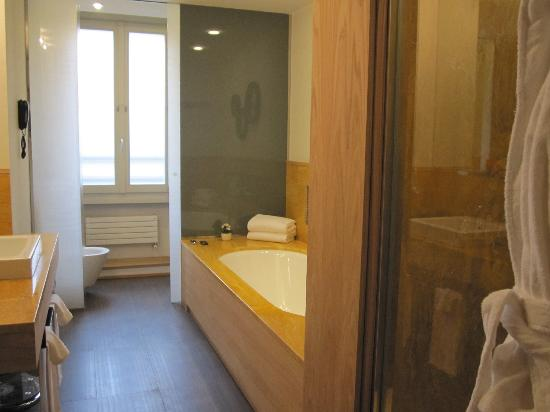 Babuino 181: Classic Suite Bathroom 1