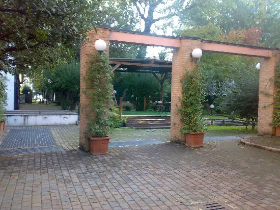 Corte del Naviglio: Il giardino interno