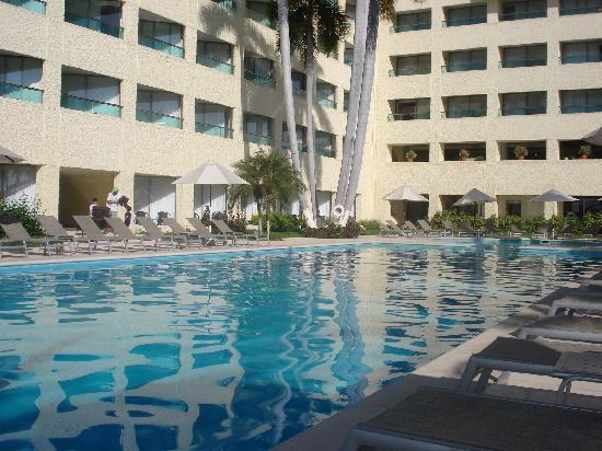 Dreams Huatulco Resort & Spa: Una de las albercas