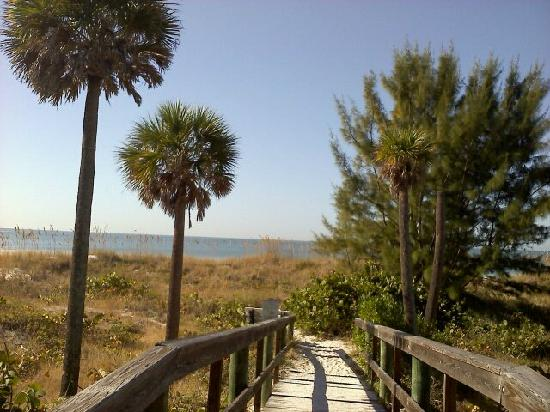 Changing Tides Cottages: Beach one block west