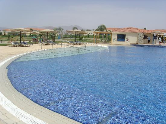 Maritim Jolie Ville Royal Peninsula Hotel & Resort: Very big and cleanpool!