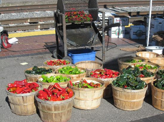 The Bobcat Inn: Santa Fe farmers market, peppers to die for....