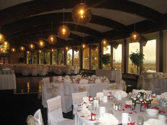 Sunny Hill Resort and Golf Course: the reception hall