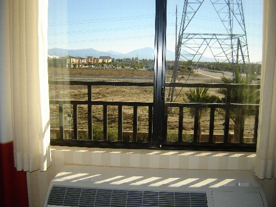 Four Points by Sheraton Ontario-Rancho Cucamonga: the loud ac/heating unit & our 'city view'