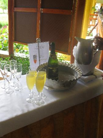 Grand Bahia Principe Tulum: mimosas center -entrance of buffet