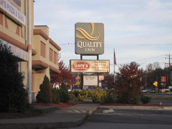 Quality Inn near Historic Downtown: Front of hotel