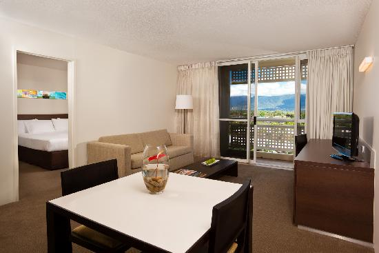 Holiday Inn Cairns Harbourside : 1 Bedroom Suites fully refurbished