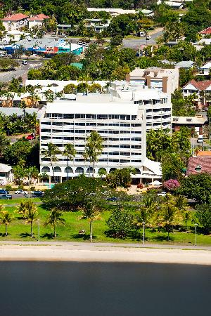 Holiday Inn Cairns Harbourside : Great quiet Esplande waterfront location