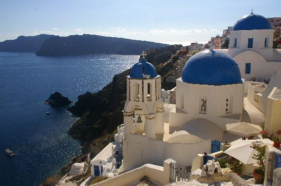 Chic Hotel Santorini : the view from Oia, a short drive from Firostefani