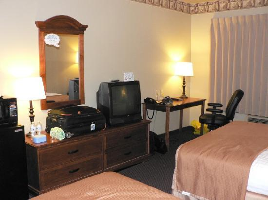 Howard Johnson Rapid City: Overall view of room