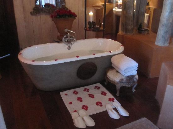 andBeyond Ngorongoro Crater Lodge: A Freshly Run Bath Set Up with Rose Petals