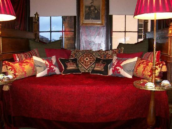 The Witchery by the Castle : Old Rectory - Day bed