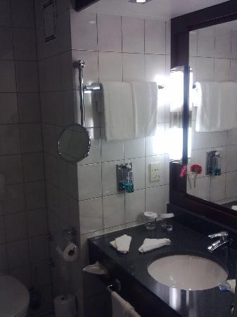 Badezimmer 1 - Bild von Hilton Nürnberg, Nürnberg - TripAdvisor