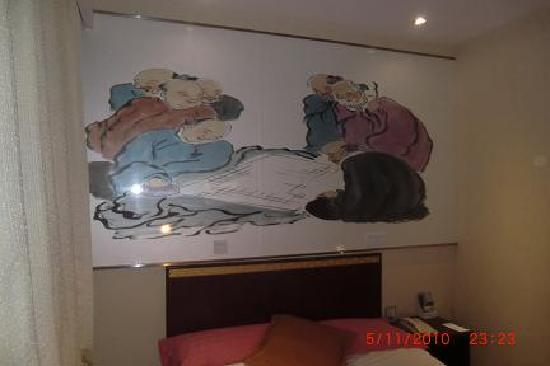 Huguosi Hotel: Chinese paintings on Wall