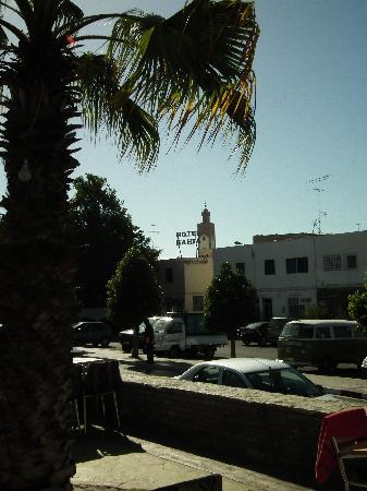 Hotel El Bahia: El Bahia from the street
