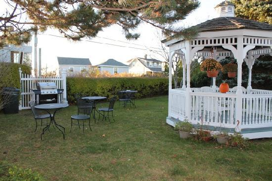 Seascape Inn at Plaice Cove : Gazebo