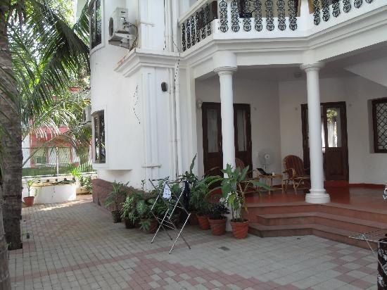 Casa Mia, Goa: rear courtyard Casa Mia