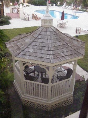 Best Western Gateway Grand : The gazebo by the pool