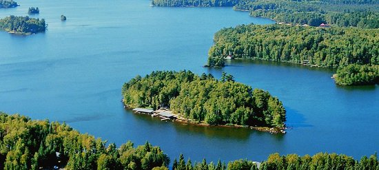 ‪منتجع لودلو آيلاند: Ludlow's Island Resort is a private, five-acre island on Lake Vermilion in northern Minnesota.‬