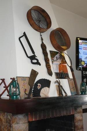 Cerve-jolas: Kamin und Dekoration