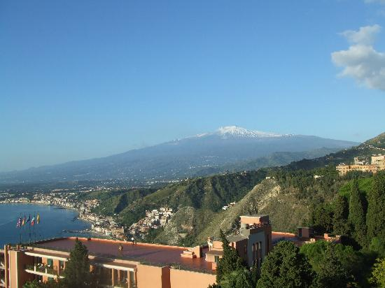 Taormina Park Hotel: Wonderful view of Etna from our hotel balcony