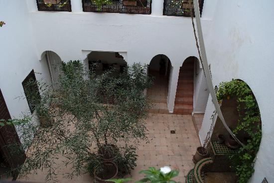 Riad Noor Charana: Dall'alto, il patio