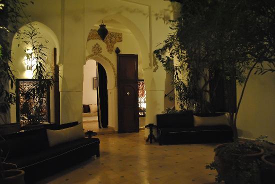 Riad Noor Charana: Patio in notturna