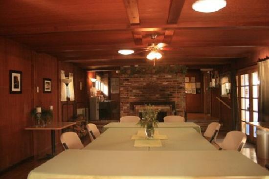 Seven Circles Retreat: Warm and inviting Lodge