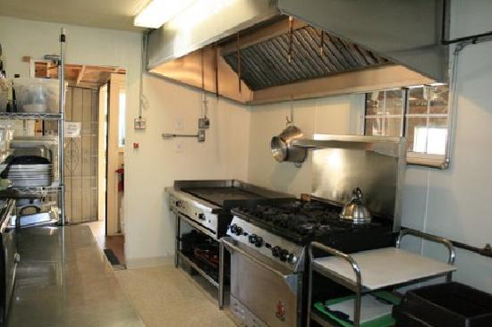 Seven Circles Retreat: Professionally equipped Kitchen