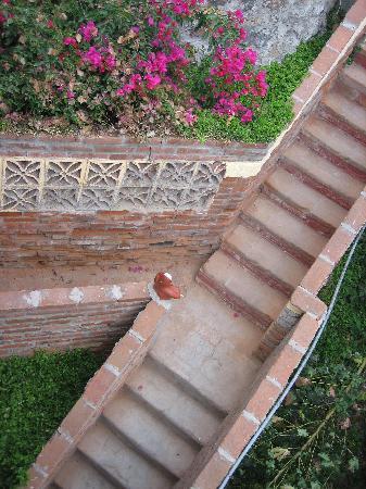 La Fonda Hotel & Restaurant: stairs
