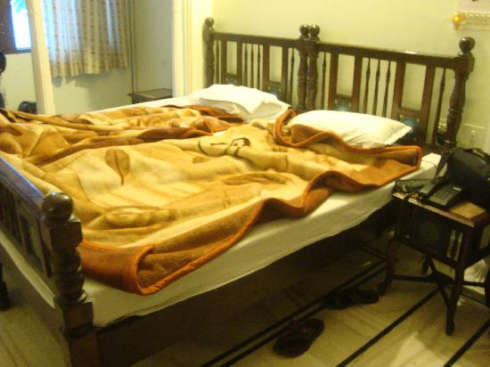 Krishna Palace: Comfortable Bed