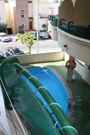 Mediterraneo Apartments: the pool