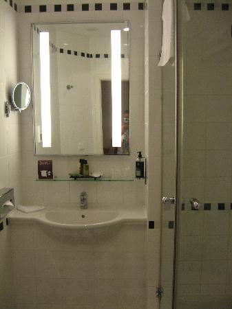 très belle salle de bains