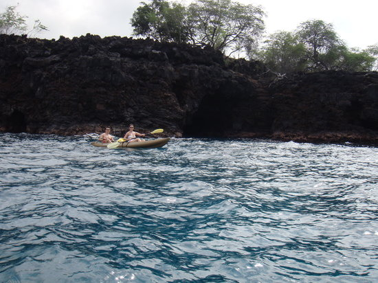 Honalo, HI: Checking out the sea cave