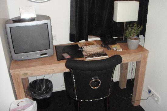 Hotel Piet Hein: Desk