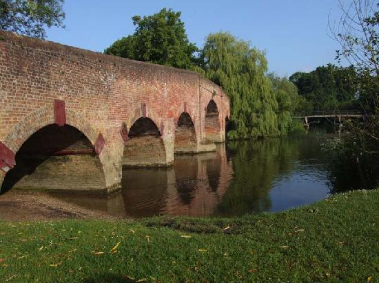The Great House At Sonning: Sonning bridge
