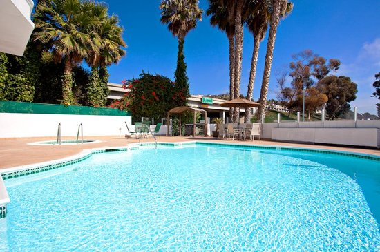 Holiday Inn San Clemente: Guest Pool and Spa
