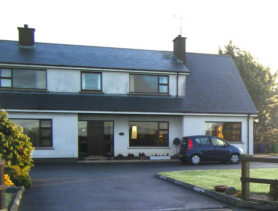The Cottage - Portadown: Front view of accomodation - ample car-parking