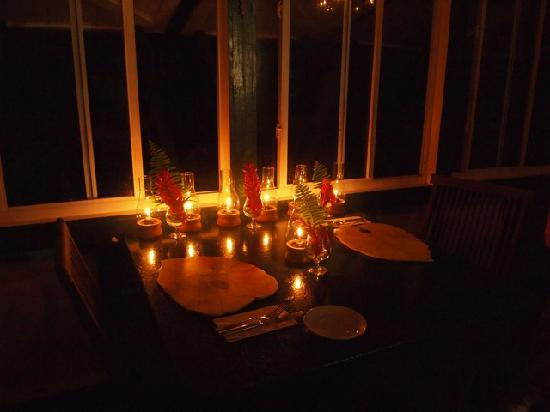 Rainforest Restaurant at Ecolodge: Beautiful table