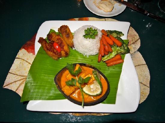 Rainforest Restaurant at Ecolodge: Excellent presentation