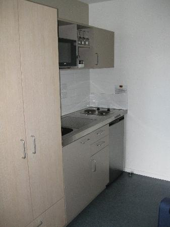 Waldorf Tetra Serviced Apartments: Kitchen