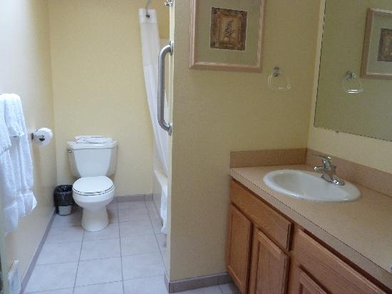 WorldMark Discovery Bay: upstairs bathroom