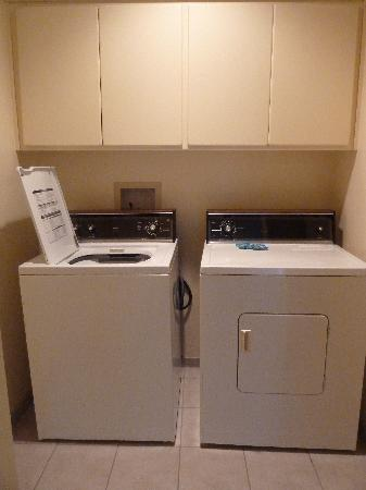 WorldMark Discovery Bay: laundry room