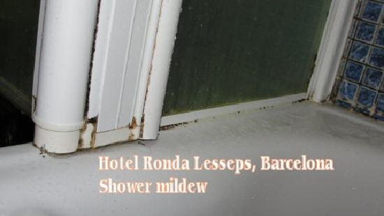 Ronda Lesseps Hotel : Hotel Ronda Lesseps - shower