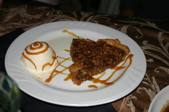 Woody's New Orleans West : Pecan pie a la mode