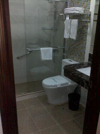 East Asia Hotel Macau: Bathroom - 5th floor