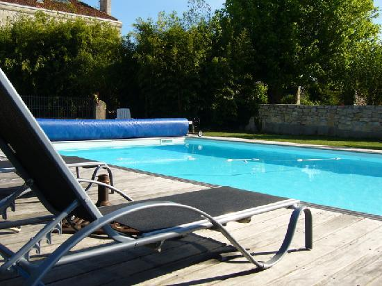 Domaine quittignan brillette: piscine