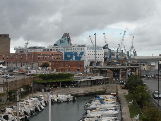 Livorno, Italia: Hafen